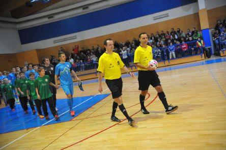 Sodnika Bubulj in Nikolič Foto: D.P. www.futsal.si